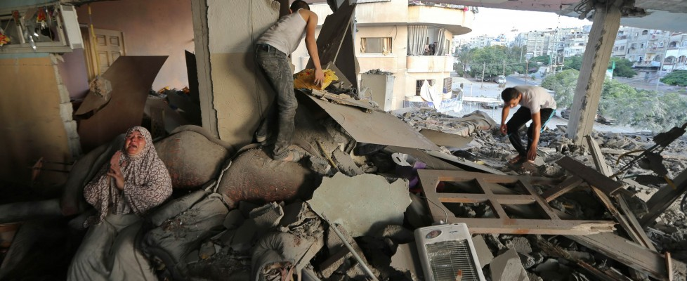 """Gaza, Israele avvia invasione di terra. Hamas: """"Daremo una lezione"""""""