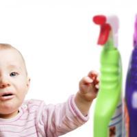 Mobili, vestiti, detersivi e giocattoli: quei veleni che si nascondono in casa