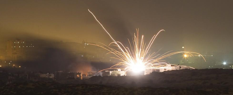 """Truppe israeliane nella Striscia. Consiglio Onu condanna razzi da Gaza, ma """"pesante risposta"""""""