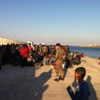 Lampedusa, l'arrivo di 352 migranti: lo sbarco sfuggito ai controlli
