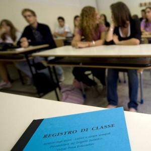 """Gay, la denuncia delle associazioni: """"A Trento docente scuola epurata perché lesbica"""""""