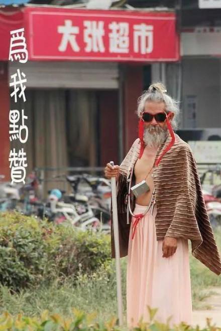 Cina, il senzatetto più glamour della storia: un milione di fan