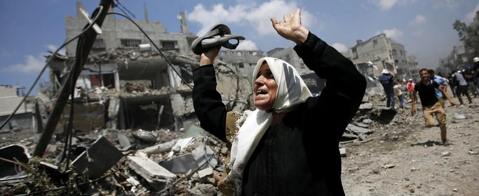 Gaza, il giorno più drammatico: quasi cento morti. Uccisi 13 soldati israeliani