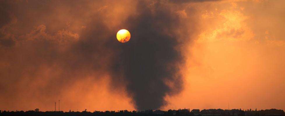 Gaza, decine di vittime, tra cui 4 bambini. Colpito anche un ospedale