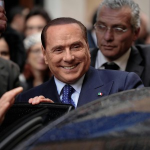 """La strategia di Berlusconi: """"Restituitemi il mio onore, una legge per ricandidarmi"""""""
