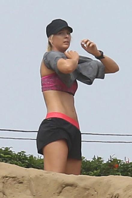 Allenamento da Marines per Sharapova: Maria corre sulla spiaggia - Repubblica.it