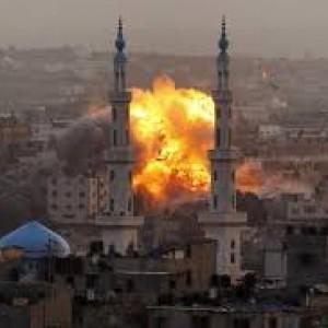 Gaza, gli attacchi alle strutture mediche e contro i civili si aggiungono alle denunce per crimini di guerra