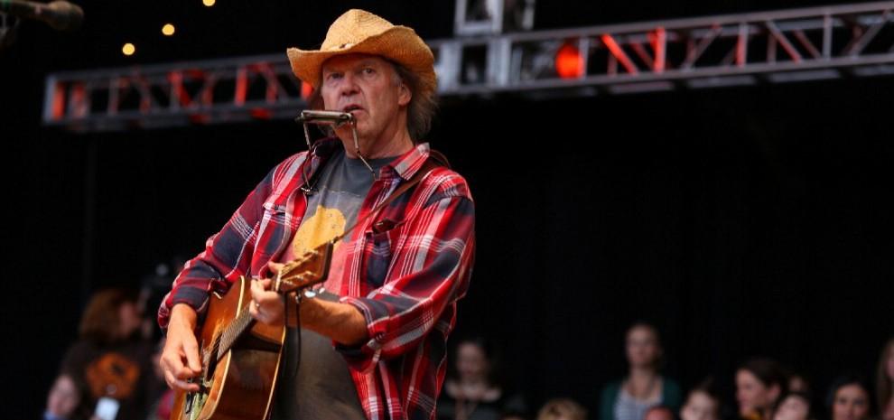 Neil Young, di nuovo con i Crazy Horse per il riportare lo spirito del rock'n'roll in Italia
