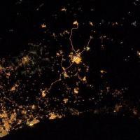Bombe nel cielo di Gaza, la foto scattata dallo spazio
