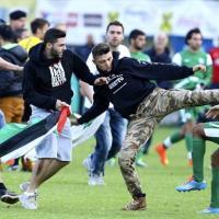 Maccabi Haifa-Lille, protesta filopalestinese in campo: è rissa