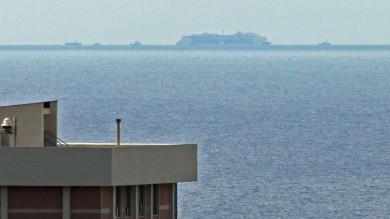 Concordia all'orizzonte, stanotte davanti al porto