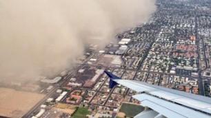 Usa, spettacolare tempesta di sabbia soffoca la città di Phoenix