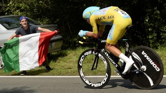 """Tour de France, Nibali va forte anche nella crono. Ora in giallo a Parigi: """"Non è un sogno, ho vinto davvero"""""""