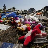 Est Ucraina, 13 morti: 2 sono bambini. Stop a missione di esperti nella zona dell'aereo abbattuto