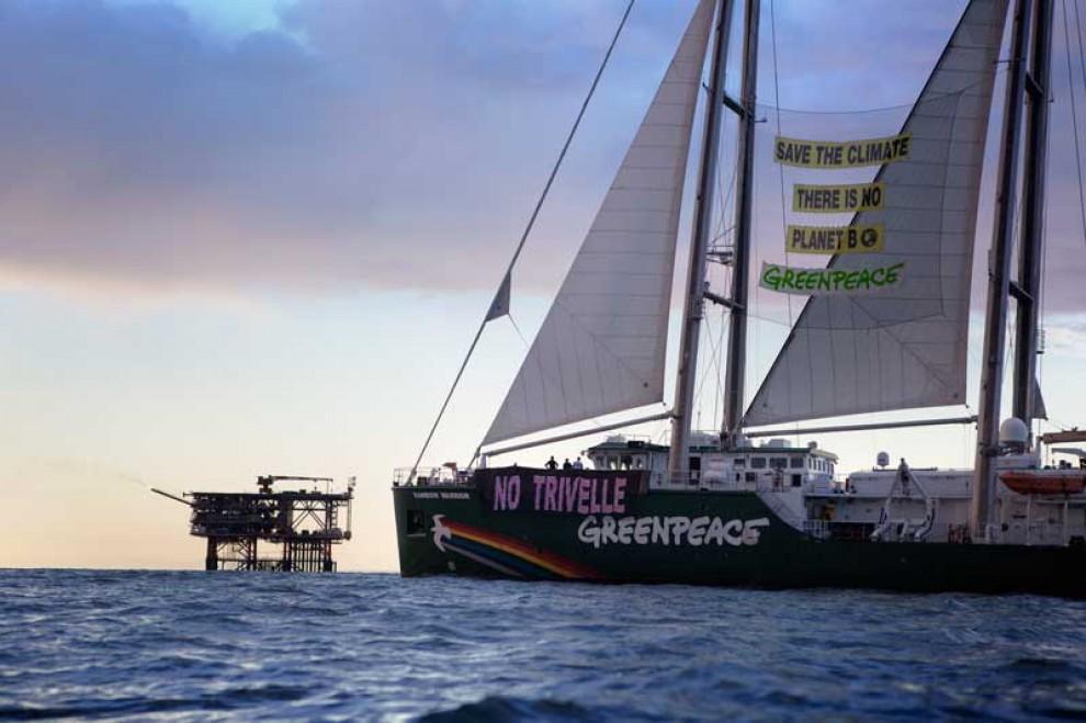Greenpeace, Rainbow Warrior in azione: stop alle trivellazioni nei mari italiani