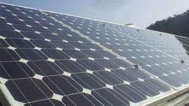 Superfici attive per pannelli solari autopulenti