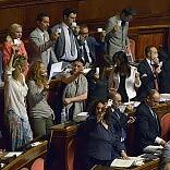 Via libera al Senato dei 100       Passa il cuore della riforma -    foto