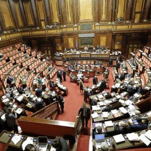 Renzi: importante Berlusconi a tavolo della riforma elettorale. Carceri, ok del Senato a fiducia