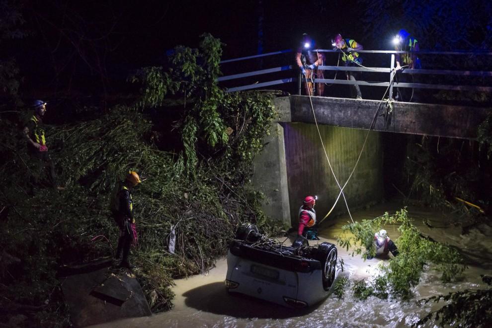 La festa e la tragedia, bomba d'acqua nel trevigiano: 4 morti