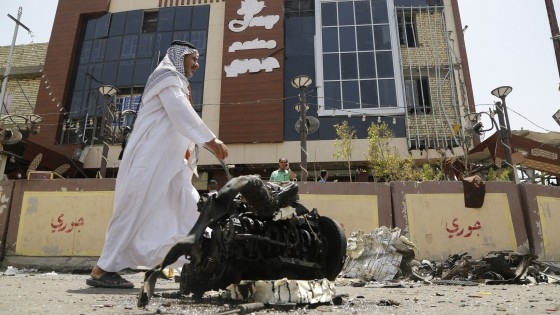 """Caos Iraq, l'Isis sfonda anche nel nord. L'Onu: """"200mila in fuga, è crisi umanitaria"""""""