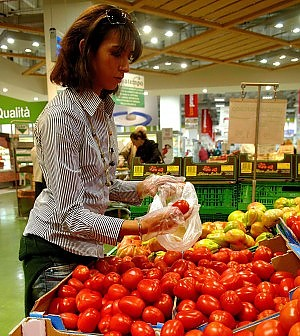 """Consumi fermi. Confcommercio: """"Effetto 80 euro invisibile"""""""