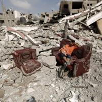 Gli abitanti tornano a Gaza bombardata
