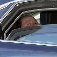 L'arrivo di Berlusconi a Palazzo Chigi per l'incontro con Renzi