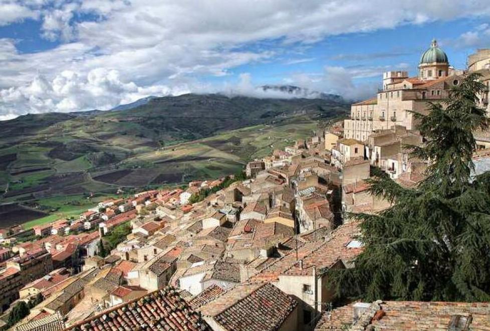 Sicilia, case in vendita al prezzo di un caffè