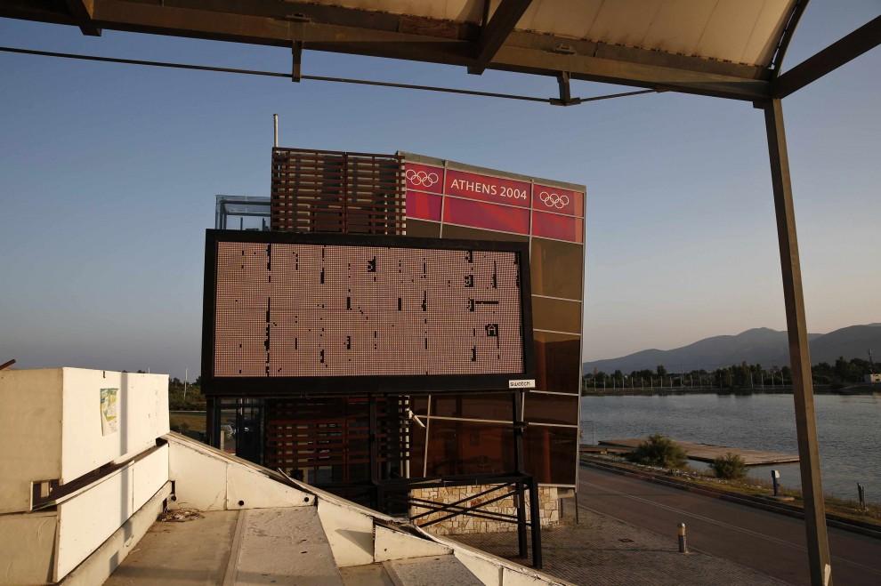 Atene, a dieci anni dalle Olimpiadi il degrado degli stadi
