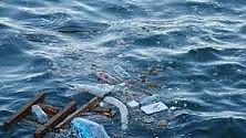 Mari d'Italia, allarme rifiuti ne galleggiano 27 ogni kmq