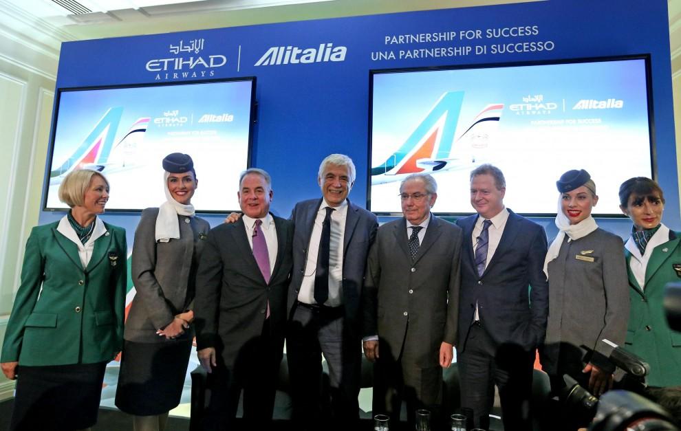 Alitalia Etihad Quelle Hostess Con Il Velo Repubblica It