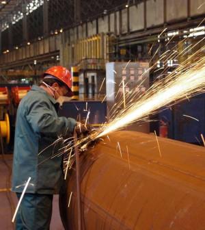 Mediobanca, il 67% del made in Italy prodotto all'estero. Tagli all'occupazione e meno utili per tutti