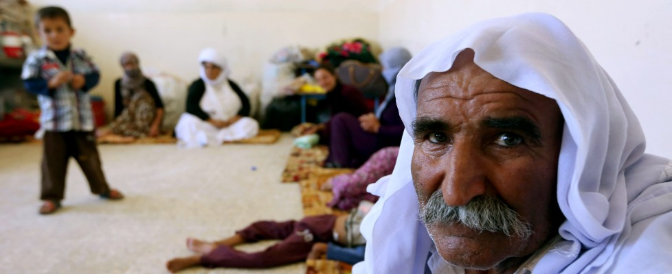 Iraq, nuovi raid degli Usa. Lo Stato islamico circonda e minaccia 4.000 yazidi
