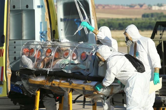 Ebola, Oms: morto missionario spagnolo infettato, oltre 1.000 vittime in Africa occidentale