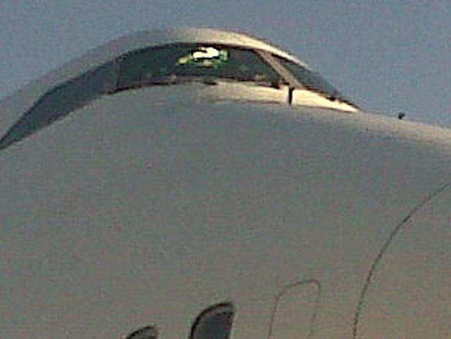 Crepa sul vetro della cabina di pilotaggio atterraggio d for Affitti della cabina del fiume di blanco