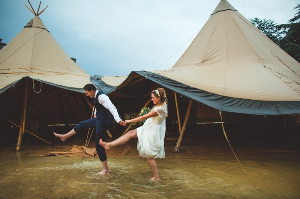 Gb, uragano Bertha sulle nozze: gli sposi non si arrendono