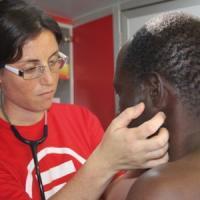 """""""Uomini trasparenti"""", anziani, """"nuovi poveri"""": i pazienti di Emergency in Italia"""