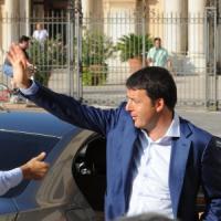 """Renzi in tour al Sud: """"Non si cresce abbassando i salari. Cambiamo, non togliamo garanzie"""""""