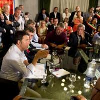 """Renzi prepara la battaglia per il Consiglio europeo: """"La Merkel si ammorbidirà"""""""