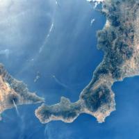 """Etna e Stromboli """"fumano"""" insieme. Le immagini dallo spazio"""