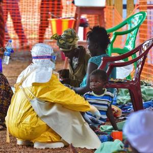 """Ebola, Kenya chiude frontiere a Paesi colpiti dal virus. MSF: """"Mai vista una cosa del genere"""""""