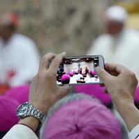 Il Papa richiama i vescovi : non giochiamo con gli aggeggi