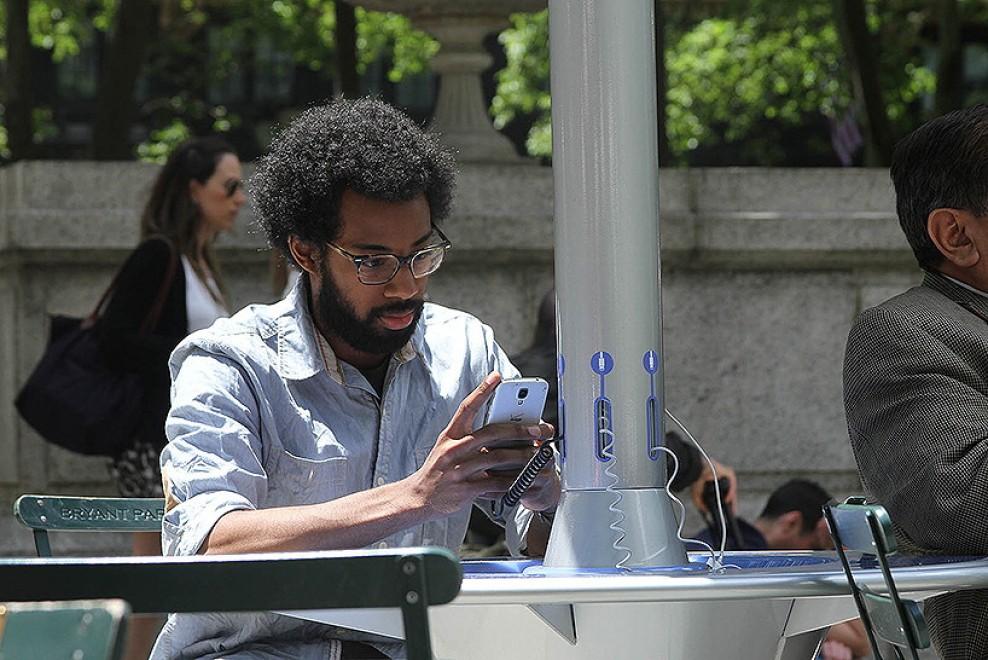 Stazioni a energia solare: il telefonino si ricarica nel parco - Repubblica.it
