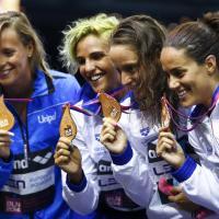 Nuoto, Federica trascina le azzurre: tre medaglie per l'Italia
