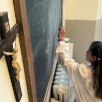 Ricomincia la scuola e aumentano (ancora) i docenti di religione