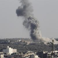 Gaza, razzi su Israele. Raid aerei sulla Striscia: uccise donna e bimba di 2 anni. Hamas:...