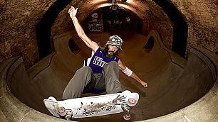 Il metrò diventa una rampa nuovo tempio dello skateboard