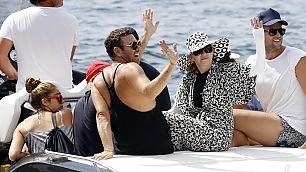 Madonna al mare, il look è antisole