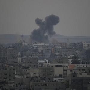 Gaza, raid uccidono tre capi militari delle brigate al-Qassam. Pioggia di razzi verso Israele