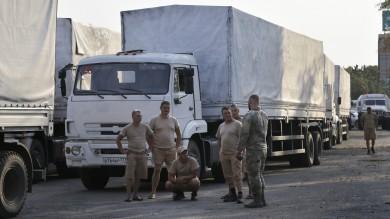 """Merkel a Kiev: """"Sanzioni no priorità""""   foto    A Donetsk si combatte: tre civili uccisi"""